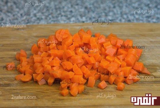 هویج ها رو بپزید و خرد کنید